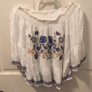 NWOT OTS embroidered crop blouse/top small